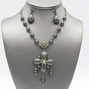Jewelry - Gray Crystal Victorian Flower Necklace Set